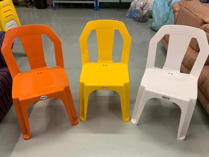 "Plasticman Adult ""NICE"" Chair"